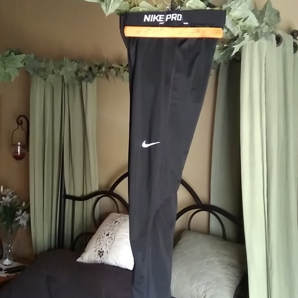 c3f29b86f019c6 Nike Pro Women's Size Small exercise pants. M_5aede5983800c5ecccaa1cfe